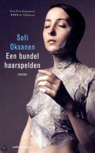 Een bundel haarspelden van Sofi Oksanen